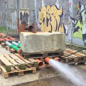 Bild 2: Baustellenübliche Wasserhochdruckspülung